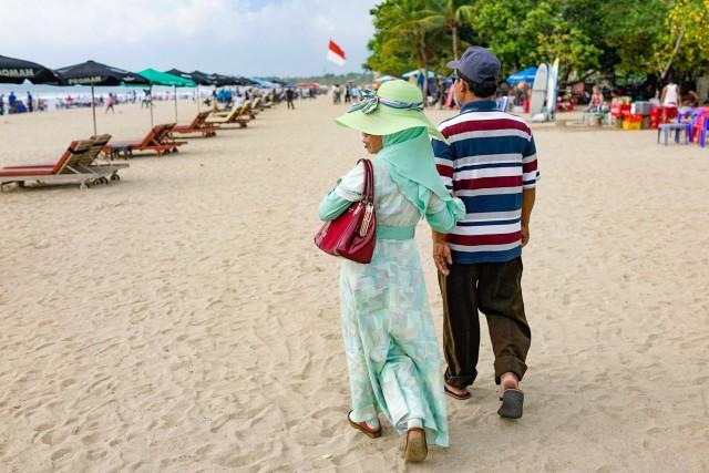 Ultima moda pe plaja, Kuta, Bali