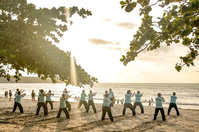 Practicieni de Yoga, Jimbaran, Bali